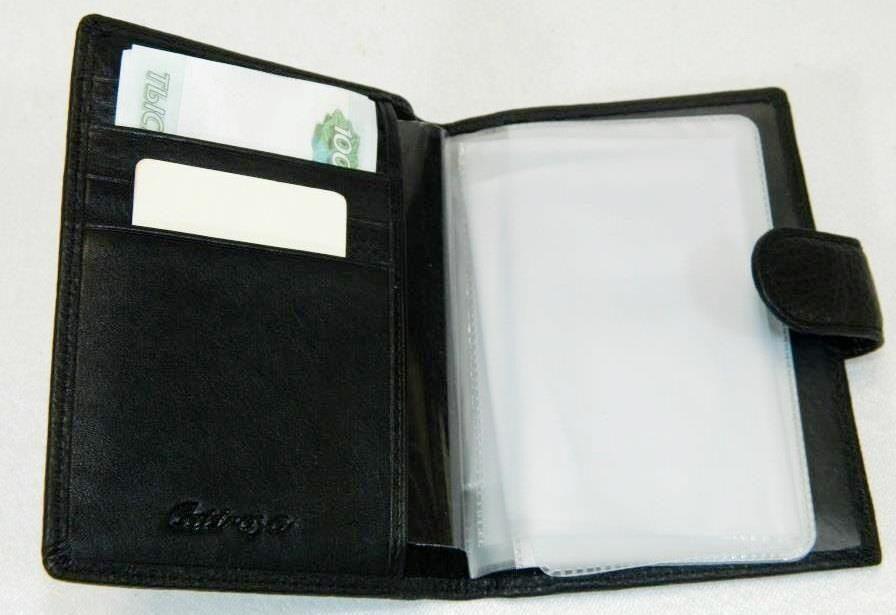 f1a4f5d19601 Внутри вкладыш под водительские документы, карманчики под карточки,  визитницы, купюры входят в сложенном виде. Размеры портмоне длина 13.5 см  высота ...